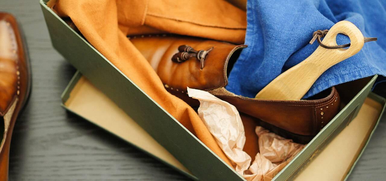携帯用としても便利な木製の靴べら「POLITE SHOE HORN」(15cm)