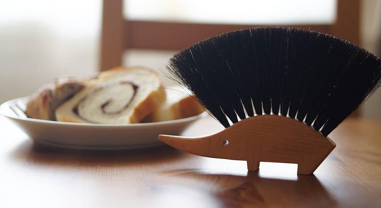 レデッカー:ハリネズミ型の飾れるテーブルほうき